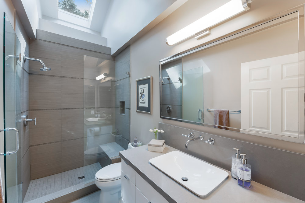 27 Master Bath.jpg