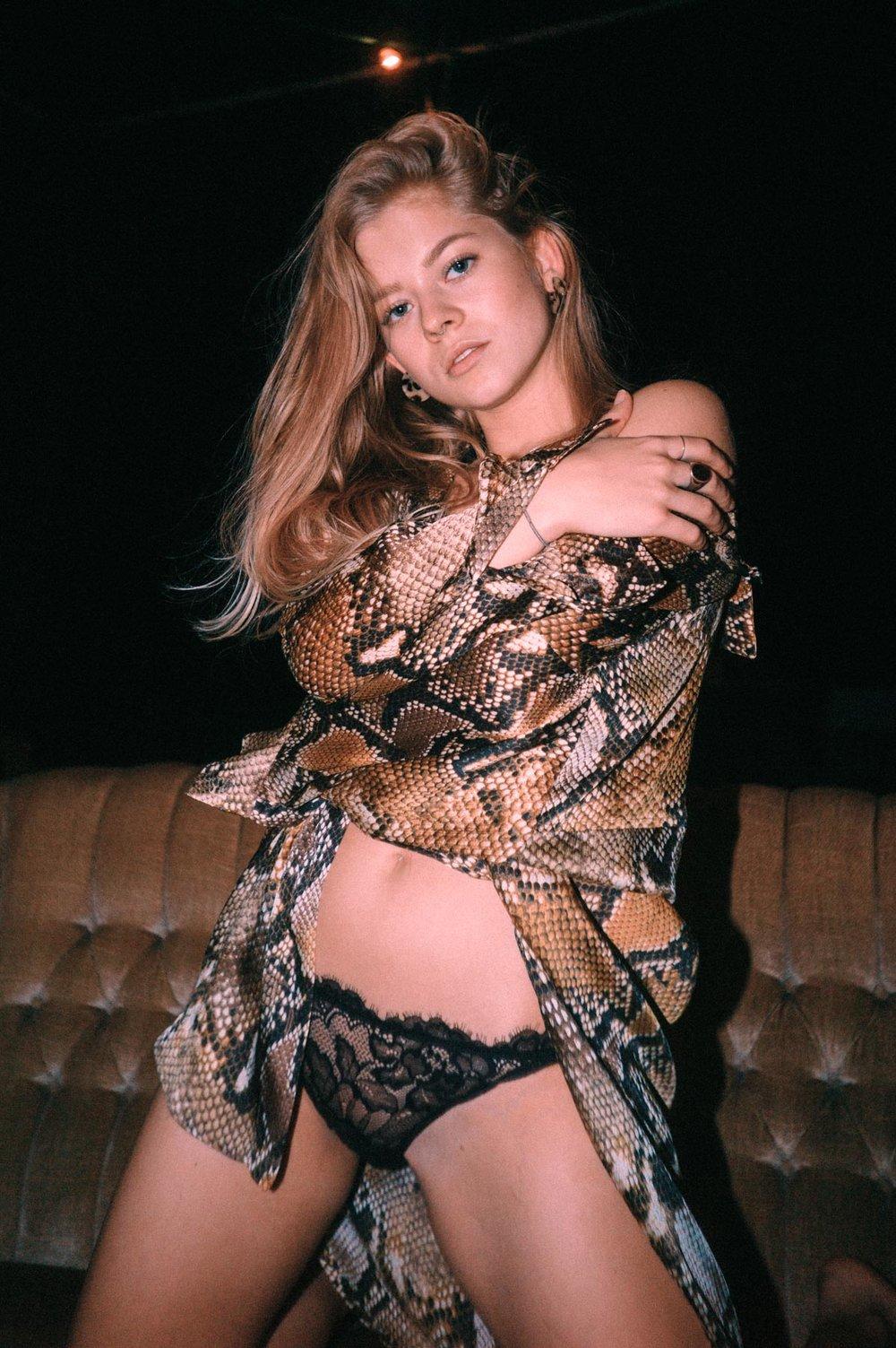 Leonie - Snake Skin Couchgirl