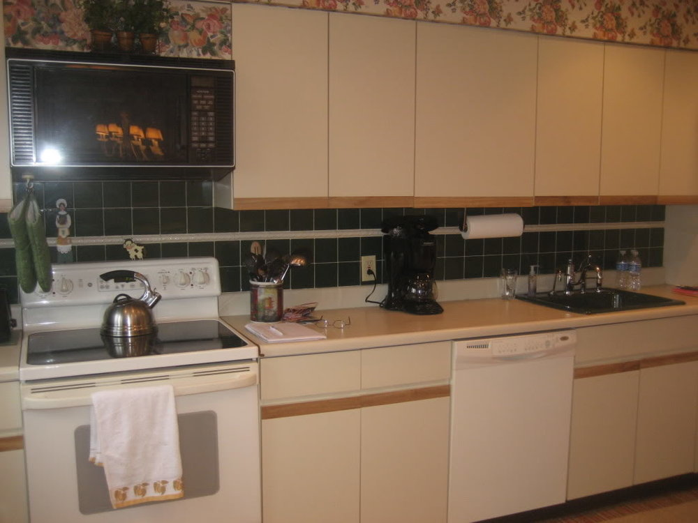 Painting-Formica-Cabinets-In-Kitchen.jpg