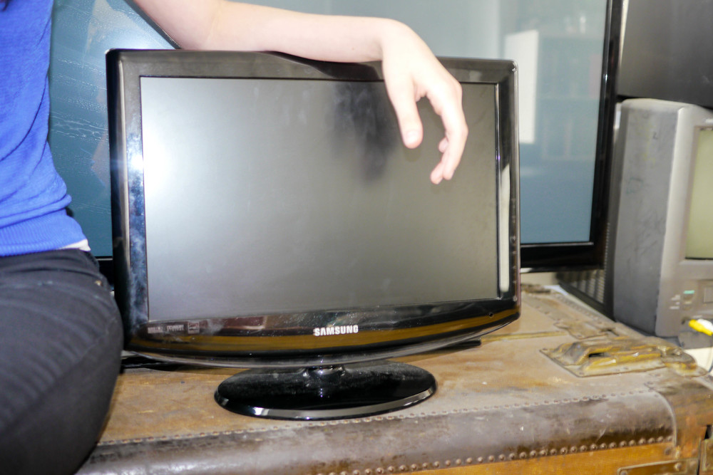 "Rian's Samsung 19"" LCD TV for Sale"