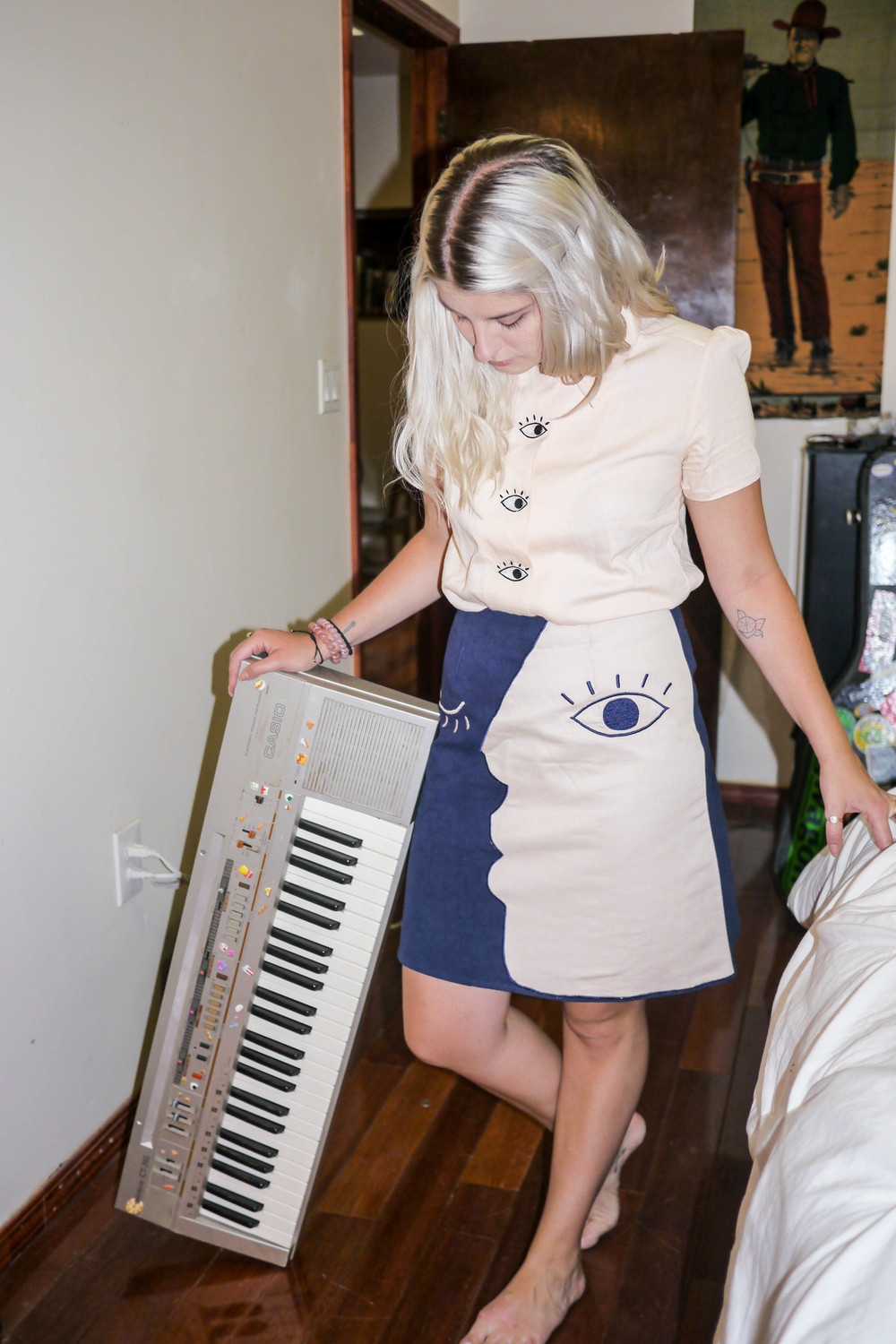 Outfit, Hannah Kristina Metz with Casio CT-310 Keyboard