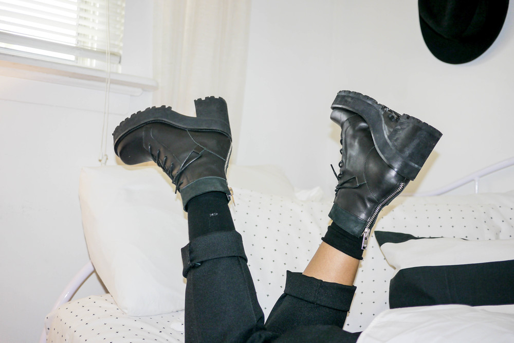 Shoes, UNIF ; Socks, Calvin Klein ; Pants, Donnkenny