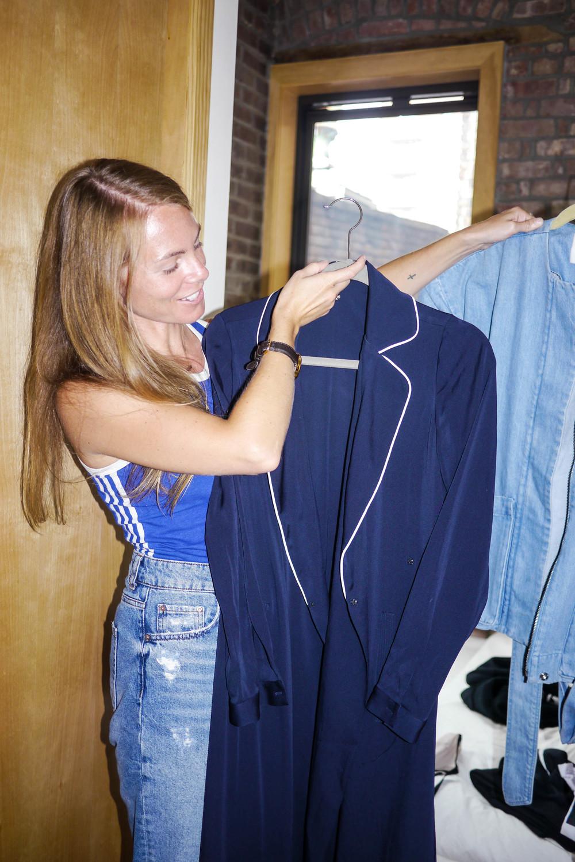 Top, Adidas ; Jeans, Zara ; Robe, AYR