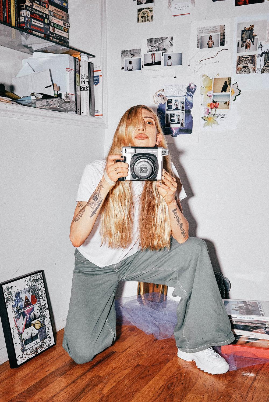 Zara Jeans, Fila Sneakers, Hanes T