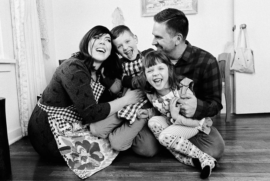 photonativefamilyshootonfilm-18.jpg