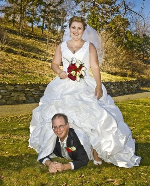 Funny-Wedding-Photos-Under-Dress.jpg