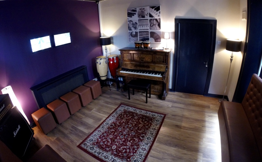 piano green room.jpg