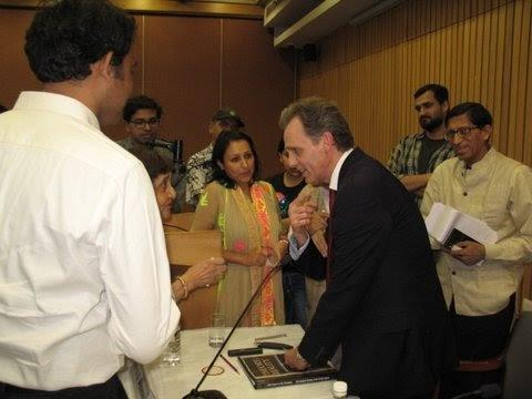 David Wiebers, M.D., greeting audience members after delivering Theory of Reality talk at the India International Centre, November 10, 2015.