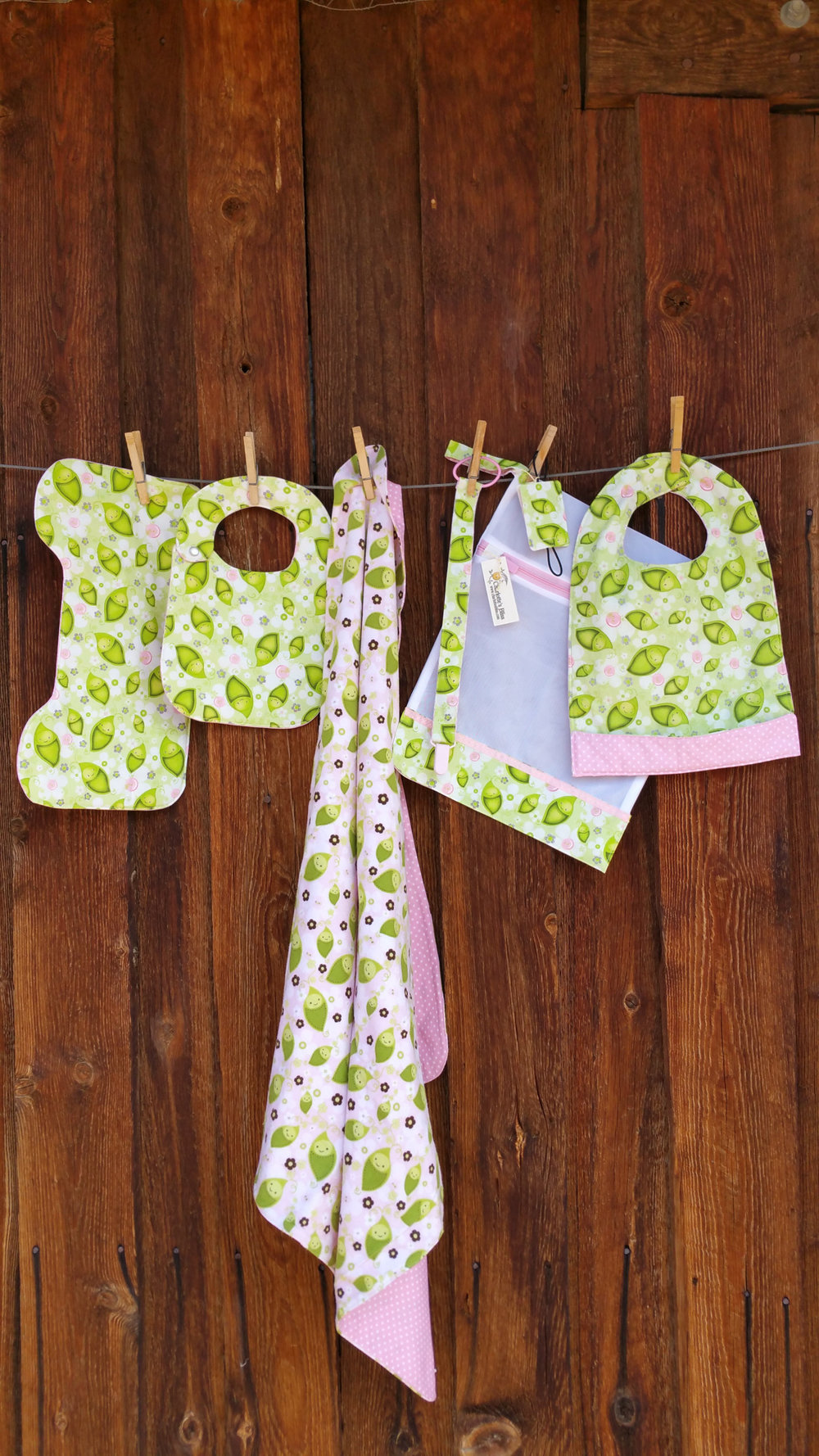 HUGHES cathie - misc baby items - green.jpg