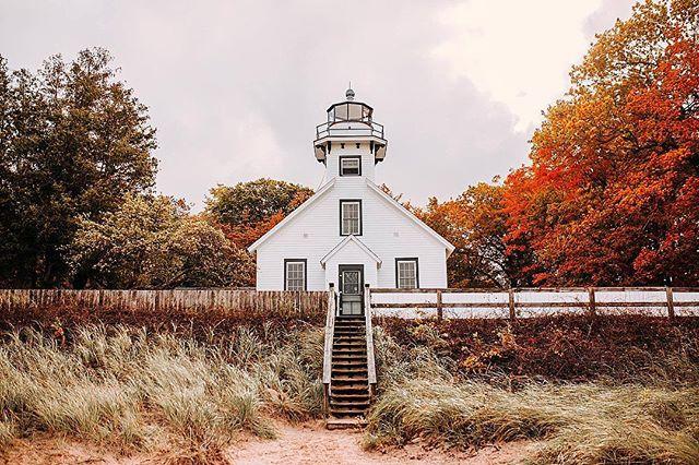 old mission lighthouse 🍁 #oldmissionpeninsula #oldmissionlighthouse #puremichigan #lighthouse