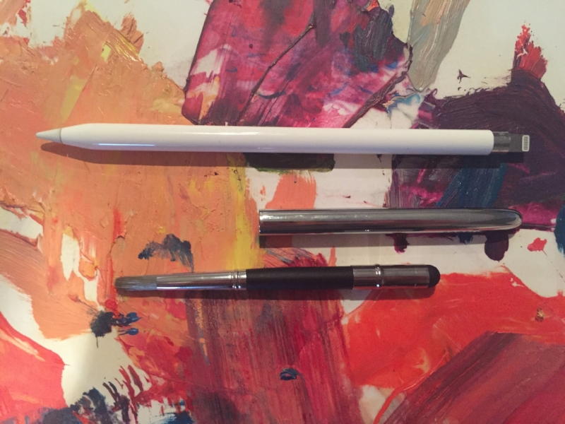 A Sensu Brush next to an Apple Pencil