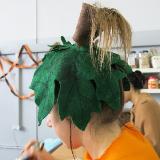 The best thing with Jordan's pumpkin costume? This leaf and stem ponytail.