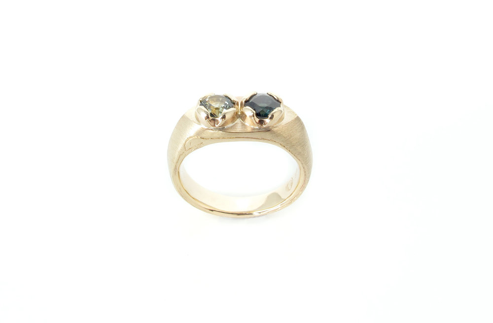 toietmoi sapphire signet ring 5.jpg