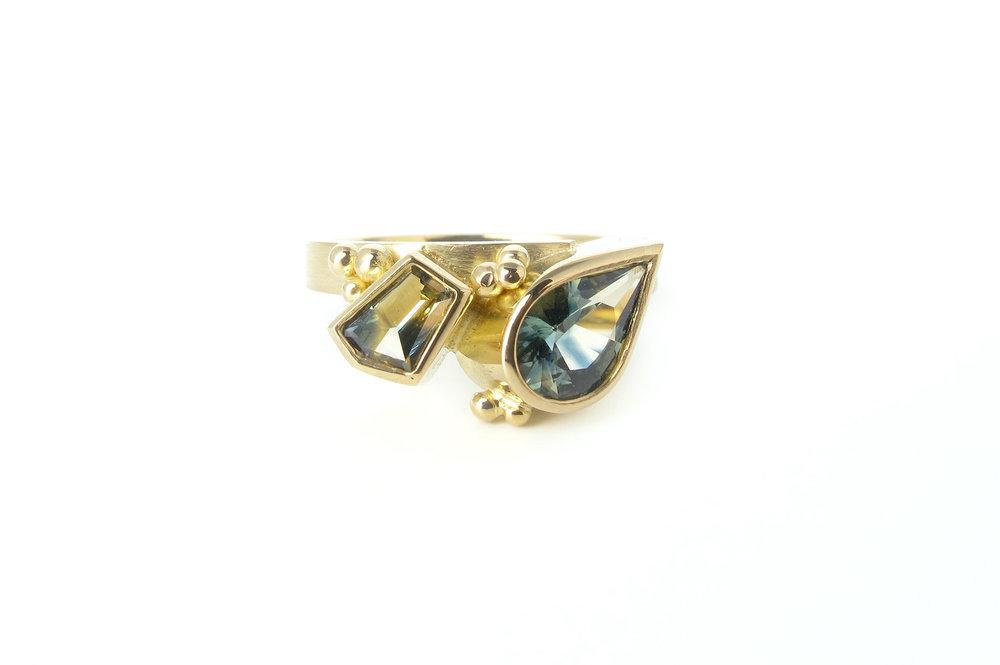 toietmoi pear sapphire ring 1.jpg