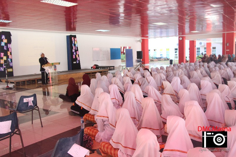 Students and staffs listening to the special Ceramah by the guest speaker.