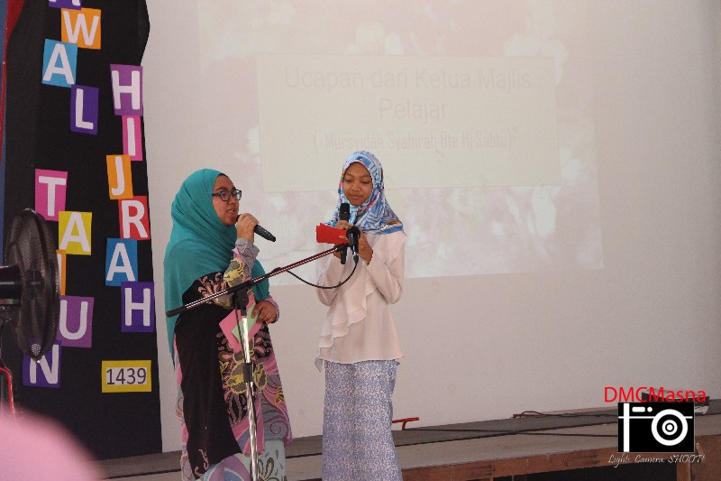 Microphone exchanged to our students as MC for the Teachers'Day celebration