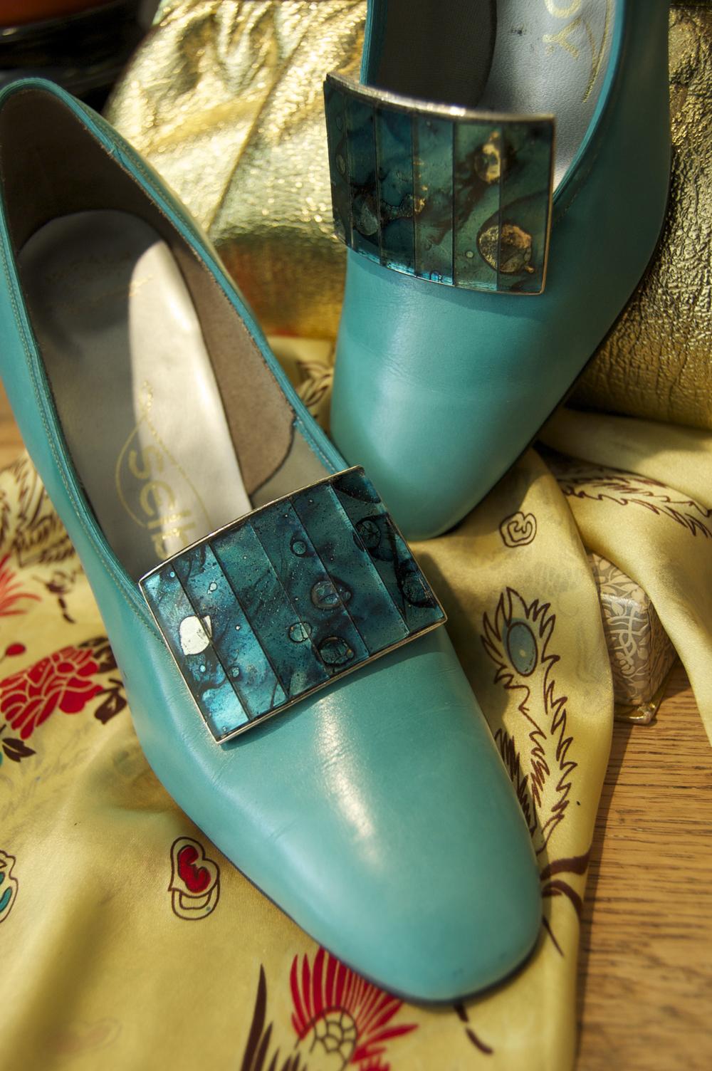 turquoise heels.jpg