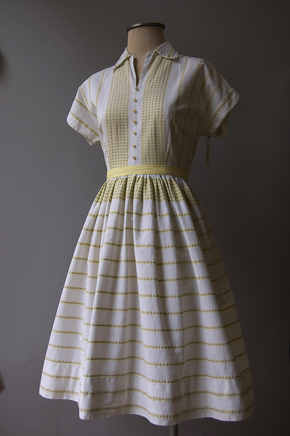 yellow&whitedress copy.jpg