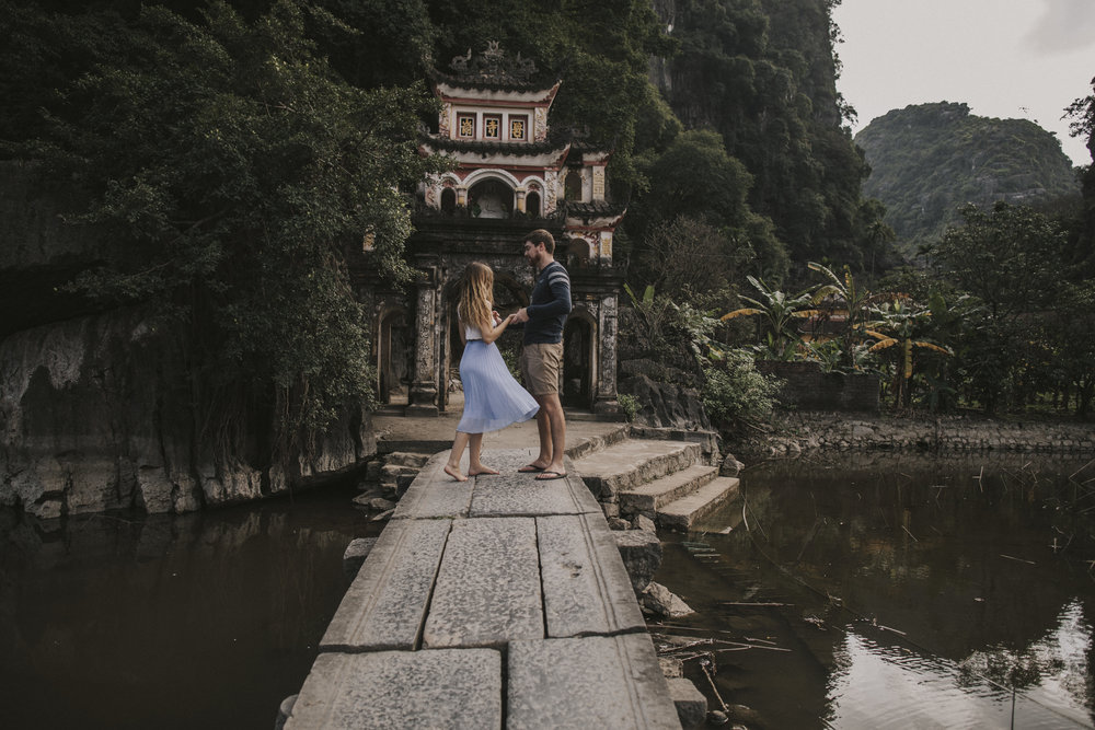 Couple shoot on the bridge