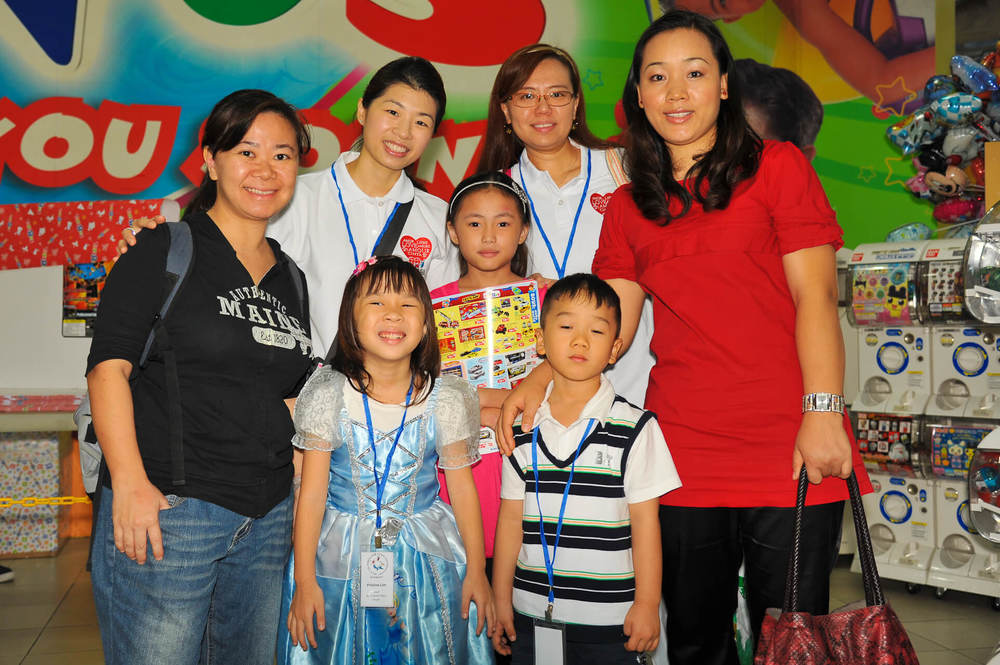 Club Rainbow Singapore Kris Kringle 2011 -18.jpg