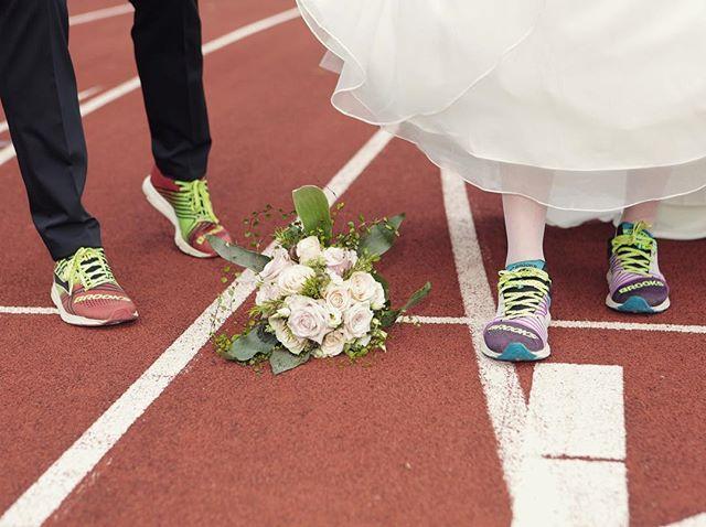 Was für ein Start in die Ehe. Herzlichen Glückwunsch Tobias und Verena. #brooksrunningde #runhappy #brookshyperion #traintogetherstaytogether
