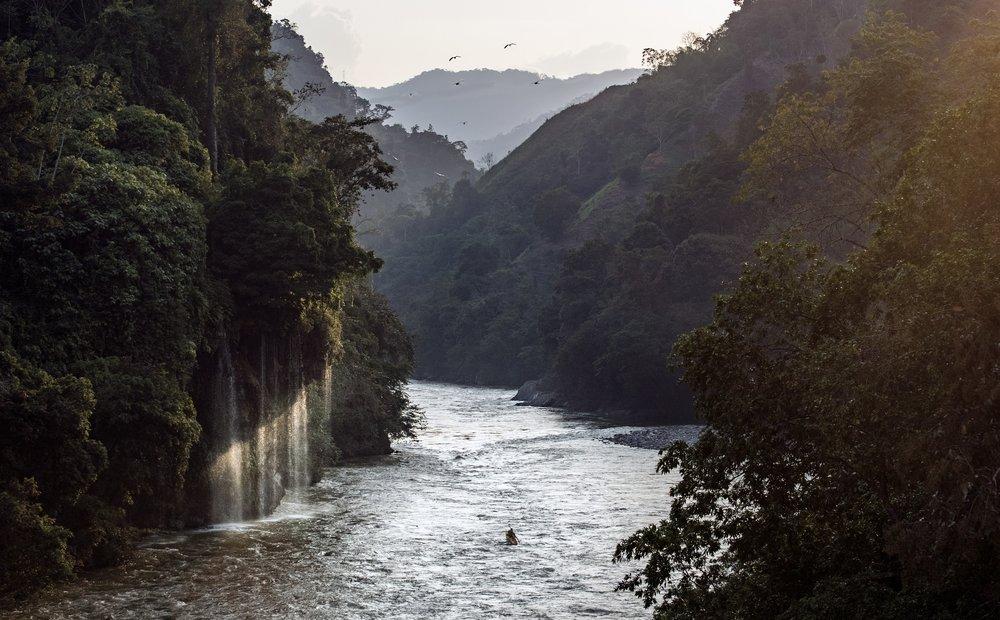 Jules Domine remando el Rio Samana, Christopher Korbulic.jpg
