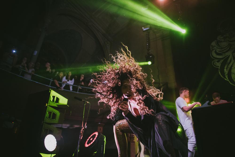 Ella Eyre - All the hair!