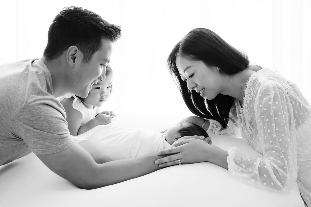 A black and white baby photo showing a new family with their newborn baby in Melbourne