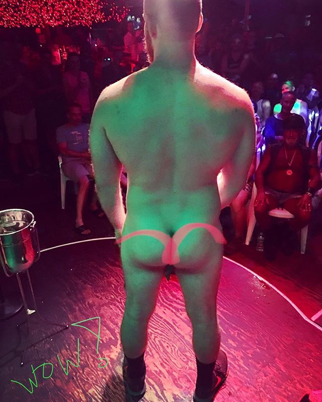 Only the hottest men get onstage for a Hedda Lettuce Show. See me live tonight (Tuesday sept 4th) at 9:30 pm. At Cherry's On The Bay, #cherrygrove #fireisland 🌴🔥🔥🌴 . . . #cherrygrovefireisland #fireislandpines #heddalettuce #heddalettucenyc #hedda #dragqueen #dragshow #comedy #comedian #summer2018