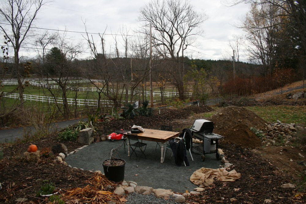November 2016  The patio, hugelkutlur ged, the grassy area and the construction zone.