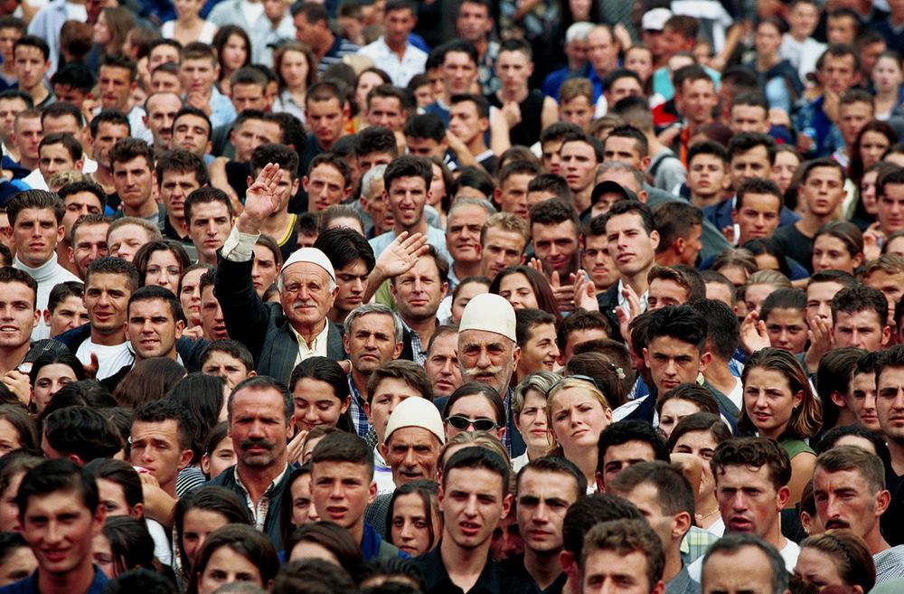 oldman_crowd.jpg