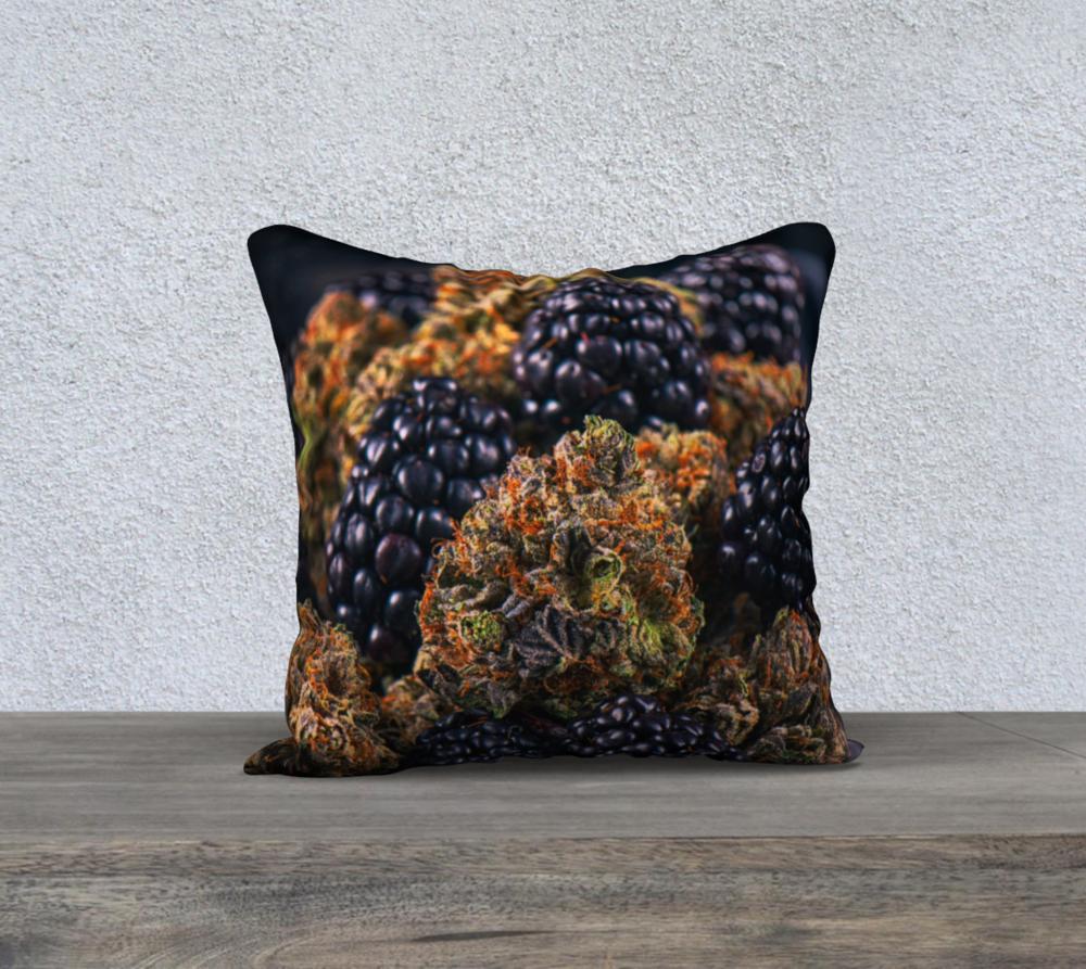 noir-parfait-pillow.png