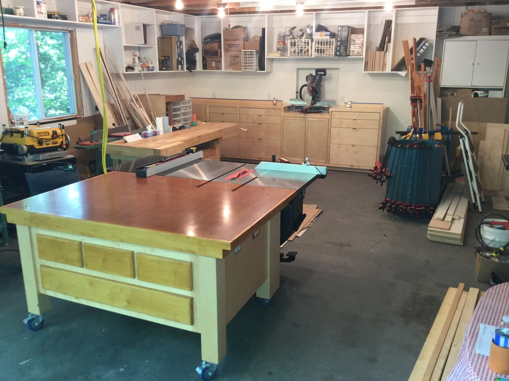 Alain Dumouchel's OutFeed Table & Miter Saw Station