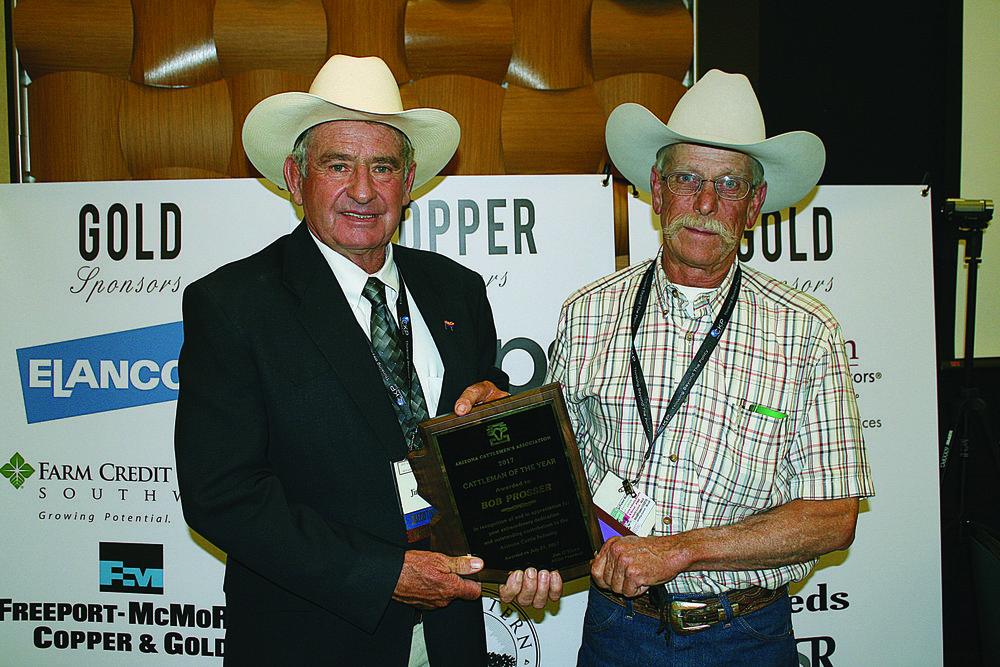ACGA Immediate Past President Jim O'Haco presenting the award to Bob Prosser. Photo courtesy of the AZ Beef Council & the AZ Cattlemen's Association.