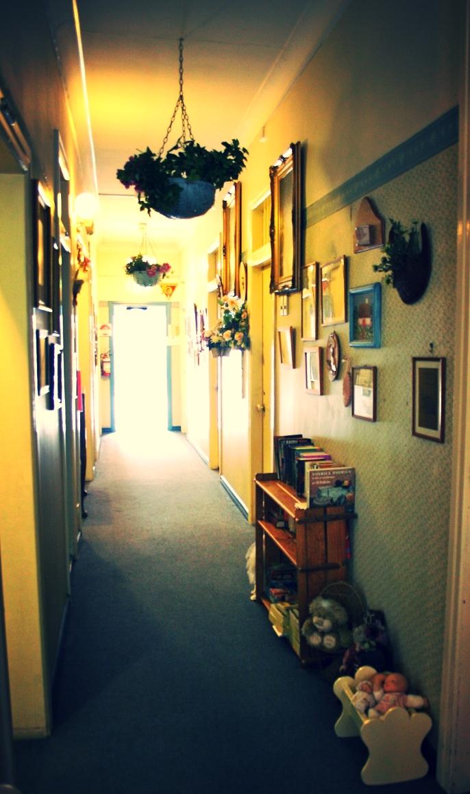 Annie' Shandon Inn - hallway