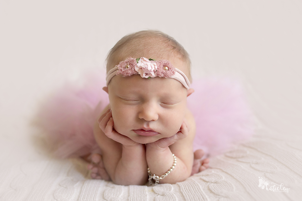 froggy pose newborn girl