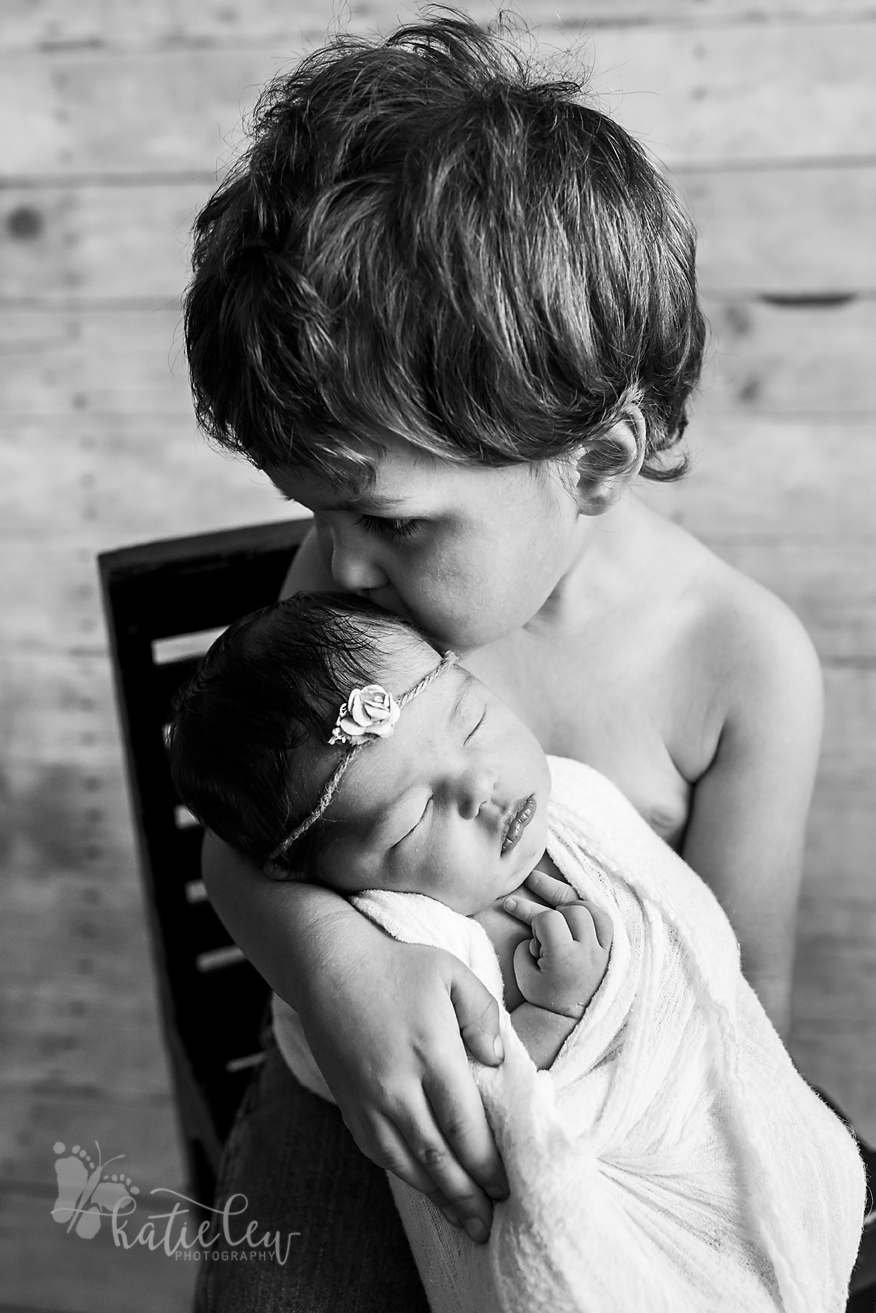 sibling pose black and white newborn photography
