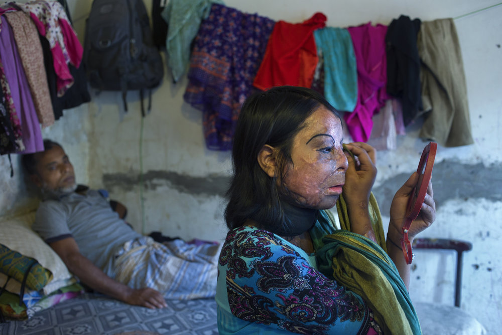 - «ONLY BECAUSE THEY ARE WOMEN»Women victims of acid attacks FARZANA HOSSEN / FREELANCEAccording to Acid Survivors Foundation (ASF) in Bangladesh, from 1999 to 2011 there were 1,084 reported cases of acid assaults against women. Most of these attacks were marriage related, or lovers spurned, and far too often women are blamed for family breakups and divorce. Worse still, is the fact that both society and state have often turned a blind eye to the situation.Violence against women is an ongoing issue that has been addressed by many artists, but none with the sobering directness and honesty that are shown through Hossen's body of work. Her bravery and sensitivity in the portrayal of these women are admirable, and the trust she has established with them comes across in her images. Upon first viewing the photographs, one is almost affronted by the horror, but those immediate responses are soon overtaken by an unbelievable sadness and at the same time, the courage and warmth displayed between the subjects and the photographer. Hossen wrote:GAMLEBYEN KULTURHUS / OLD TOWNOUTDOORMay 27th - June 11thKirkegaten 24, 1632 Gamle Fredrikstad