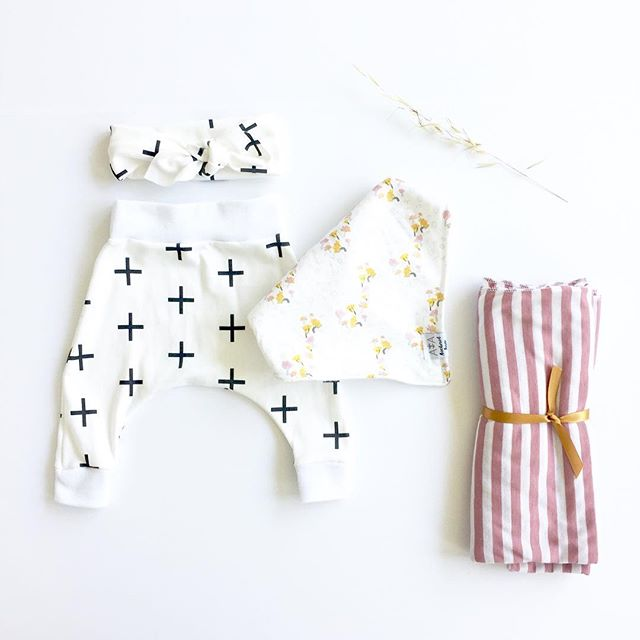 When you shop small, you're supporting a family and fueling a passion. Three cheers for supporting local business 🎉🎉🎉 ps I can't WAIT to meet my new little niece arriving this summer and you can bet your bottom dollar there will be handmade goodies galore. Check out these crazy sweet goodies I scored while at the @hellosunrisemarket yesterday! Sweet makers + ADORABLE goods. (Harems, head wrap, swaddle blanket: @koko.made bandana bib @anchoredarrow ) #flatlay #babyflatlay