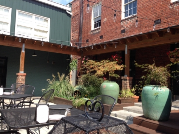 where to brunch in richmond with a patio