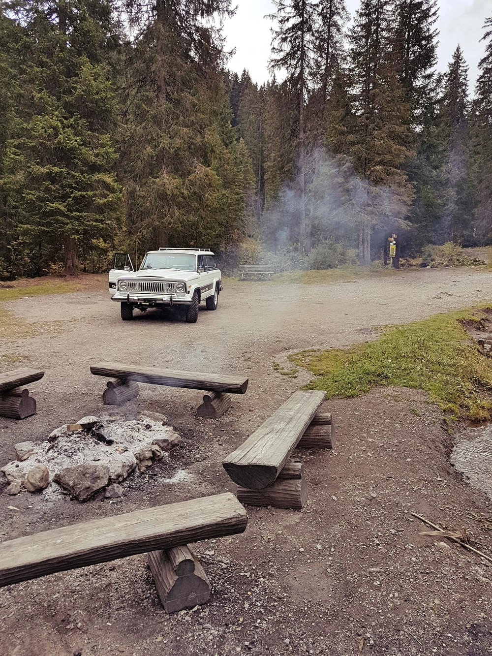 jeep-cherokee-chief-1978-shooting-morgins-switzerland-11.jpg