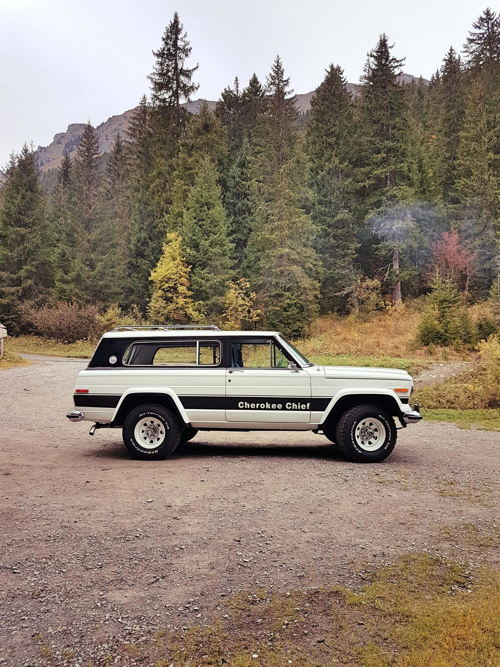 jeep-cherokee-chief-1978-shooting-morgins-switzerland-16.jpg