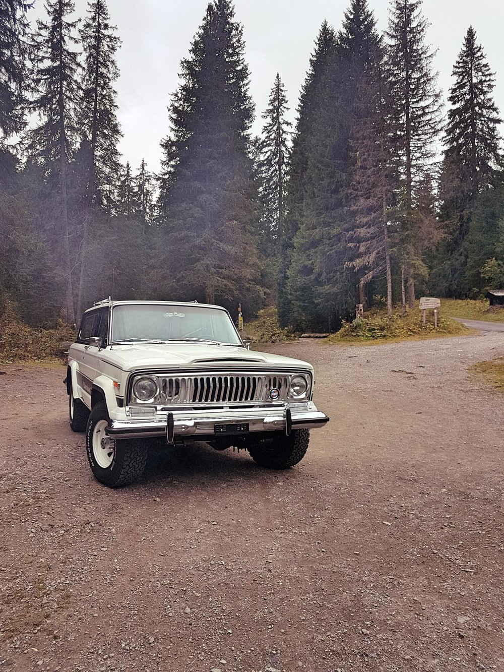 jeep-cherokee-chief-1978-shooting-morgins-switzerland-21.jpg