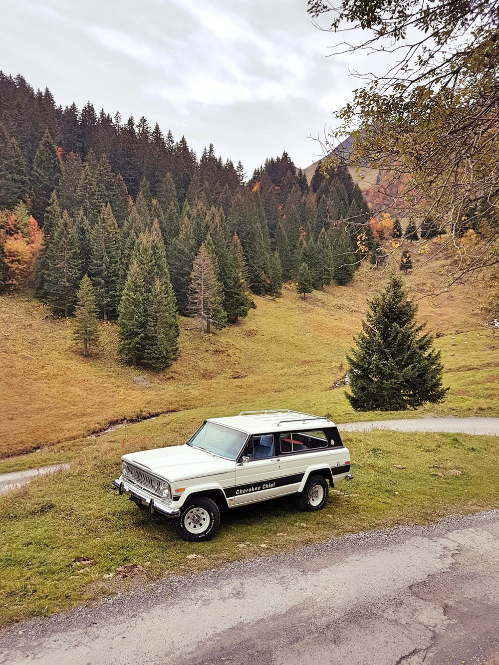 jeep-cherokee-chief-1978-shooting-morgins-switzerland-27.jpg