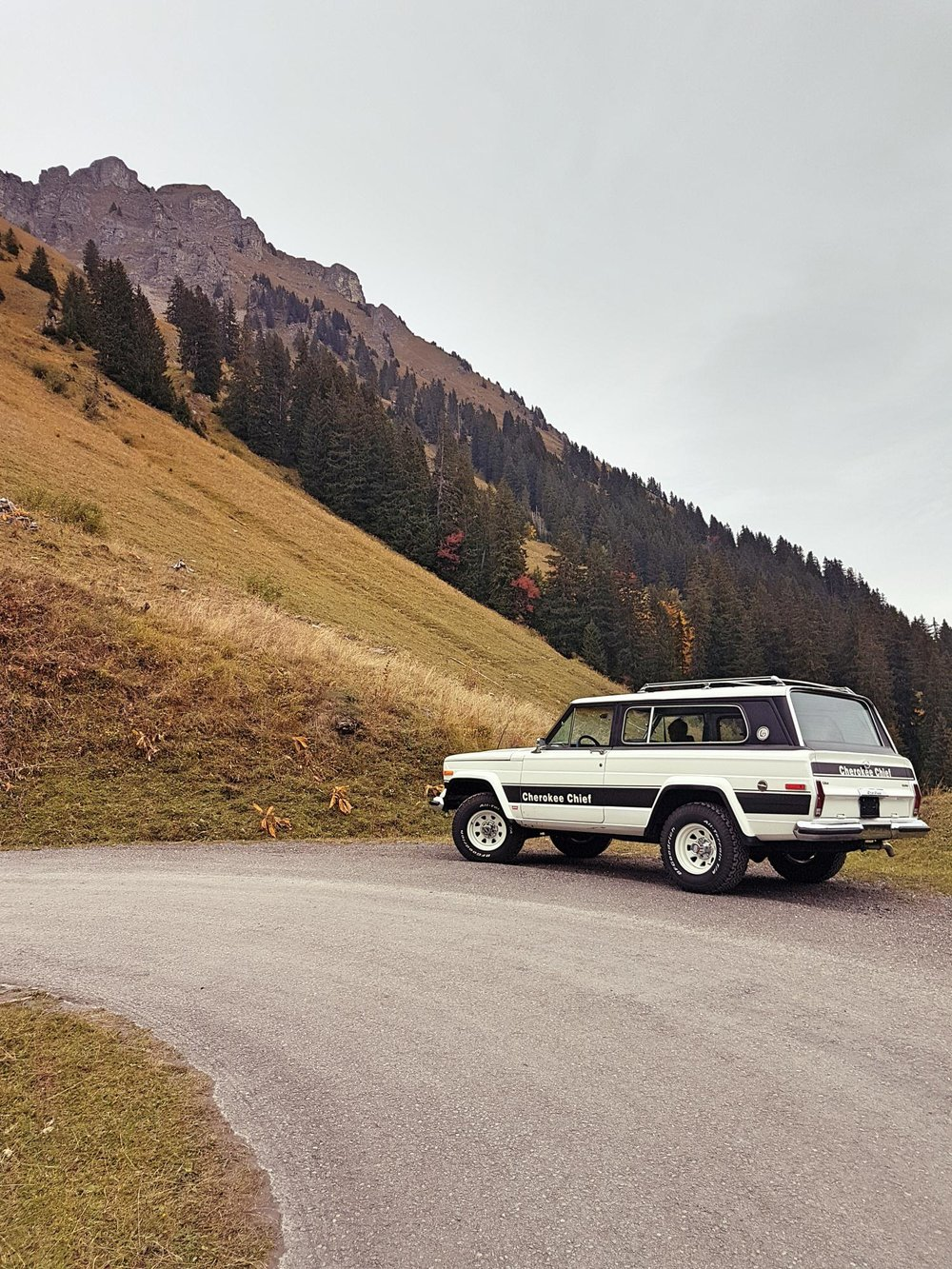 jeep-cherokee-chief-1978-shooting-morgins-switzerland-34.jpg