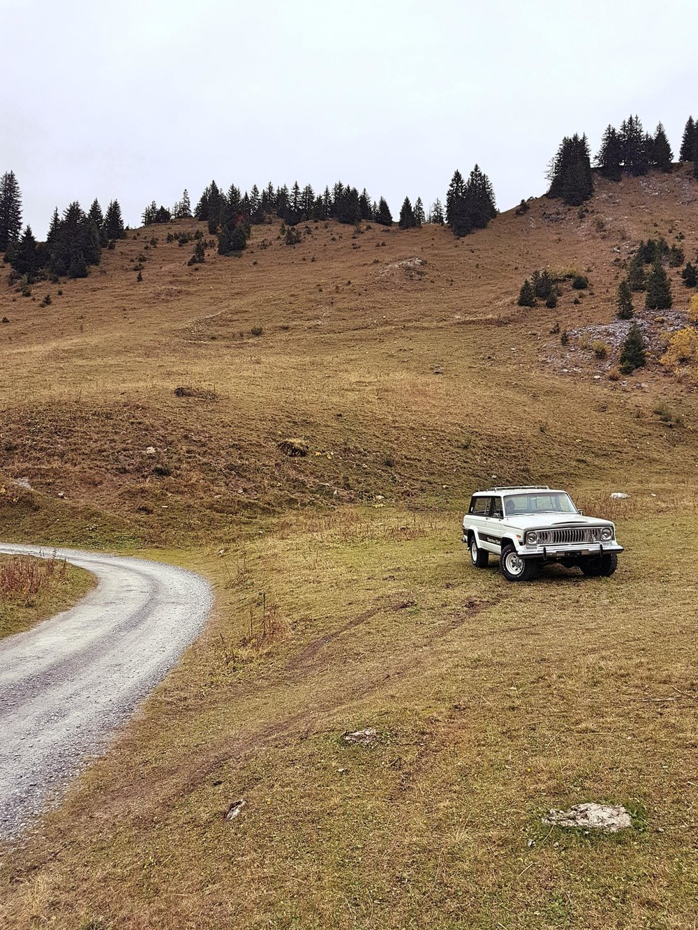jeep-cherokee-chief-1978-shooting-morgins-switzerland-50.jpg