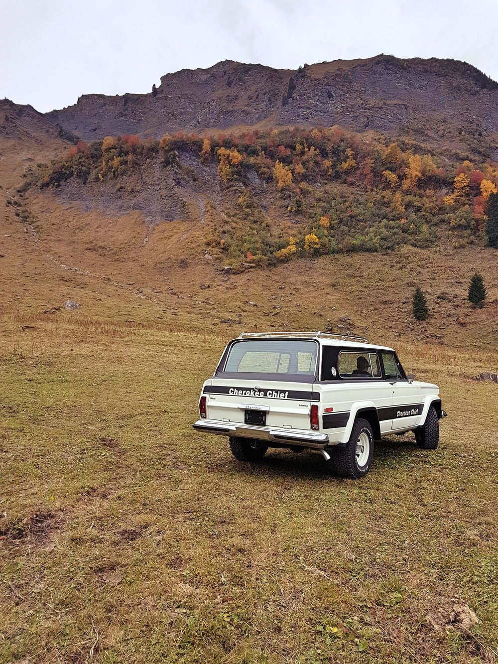 jeep-cherokee-chief-1978-shooting-morgins-switzerland-58.jpg