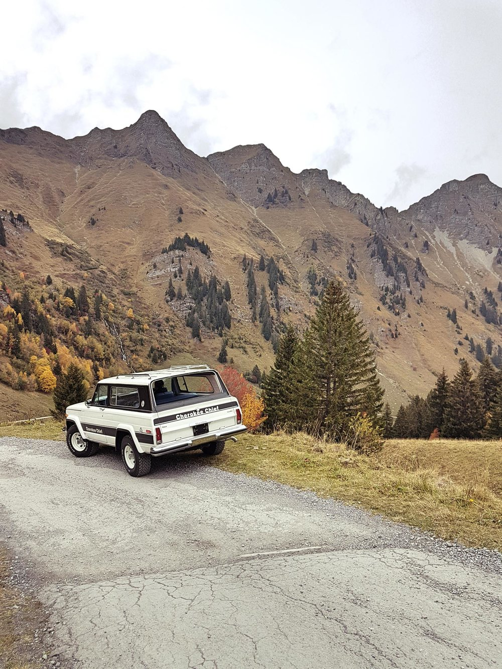 jeep-cherokee-chief-1978-shooting-morgins-switzerland-85.jpg