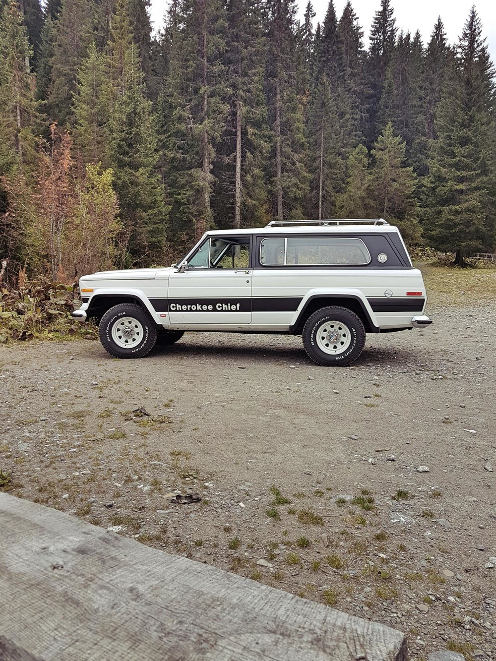 jeep-cherokee-chief-1978-shooting-morgins-switzerland-97.jpg