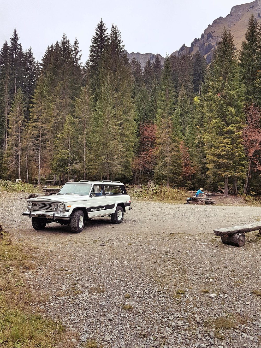 jeep-cherokee-chief-1978-shooting-morgins-switzerland-99.jpg